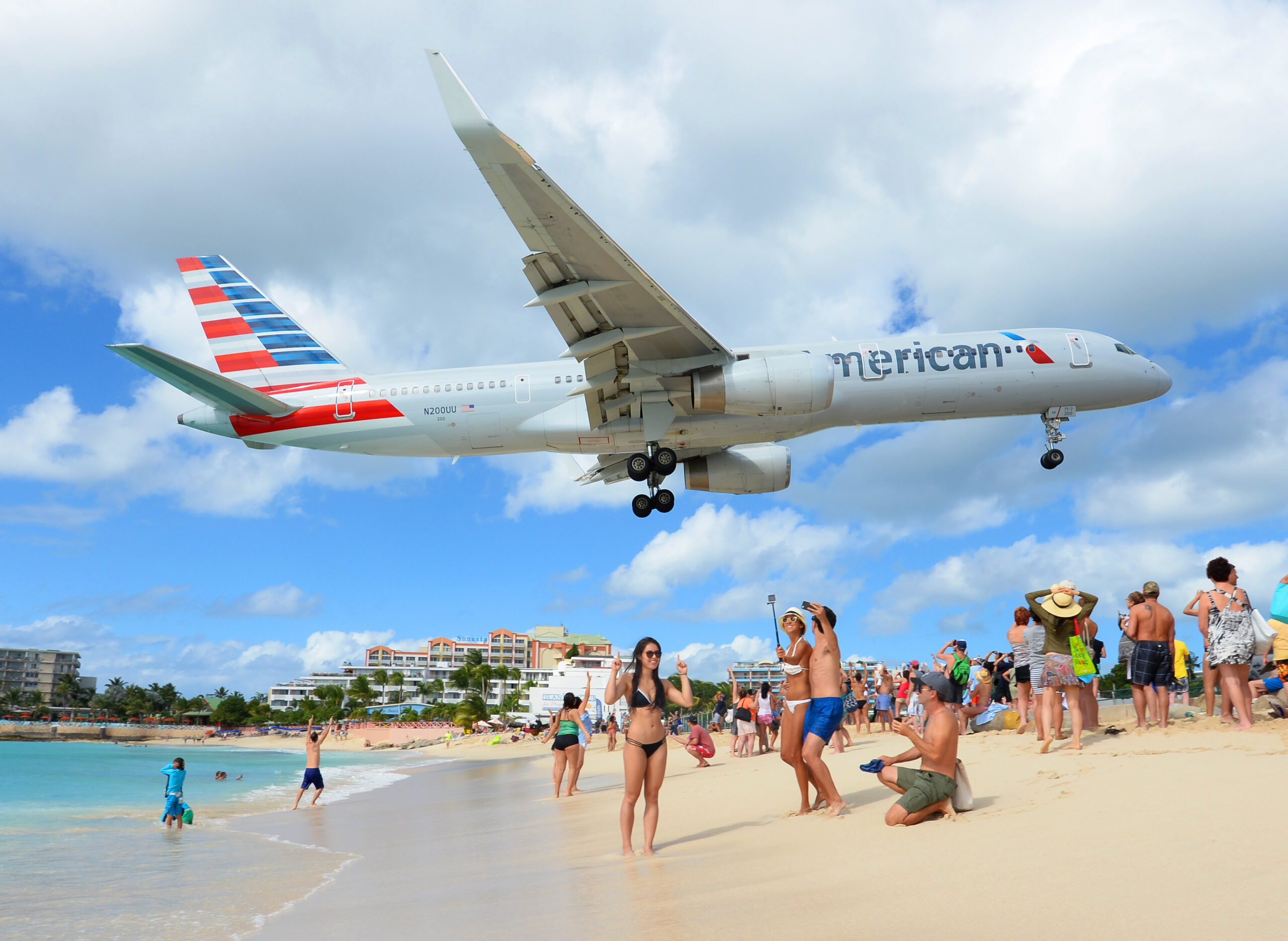 American Airlines Boeing 757 passing over Maho Beach
