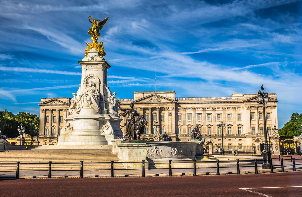 buckingham palace queen of england