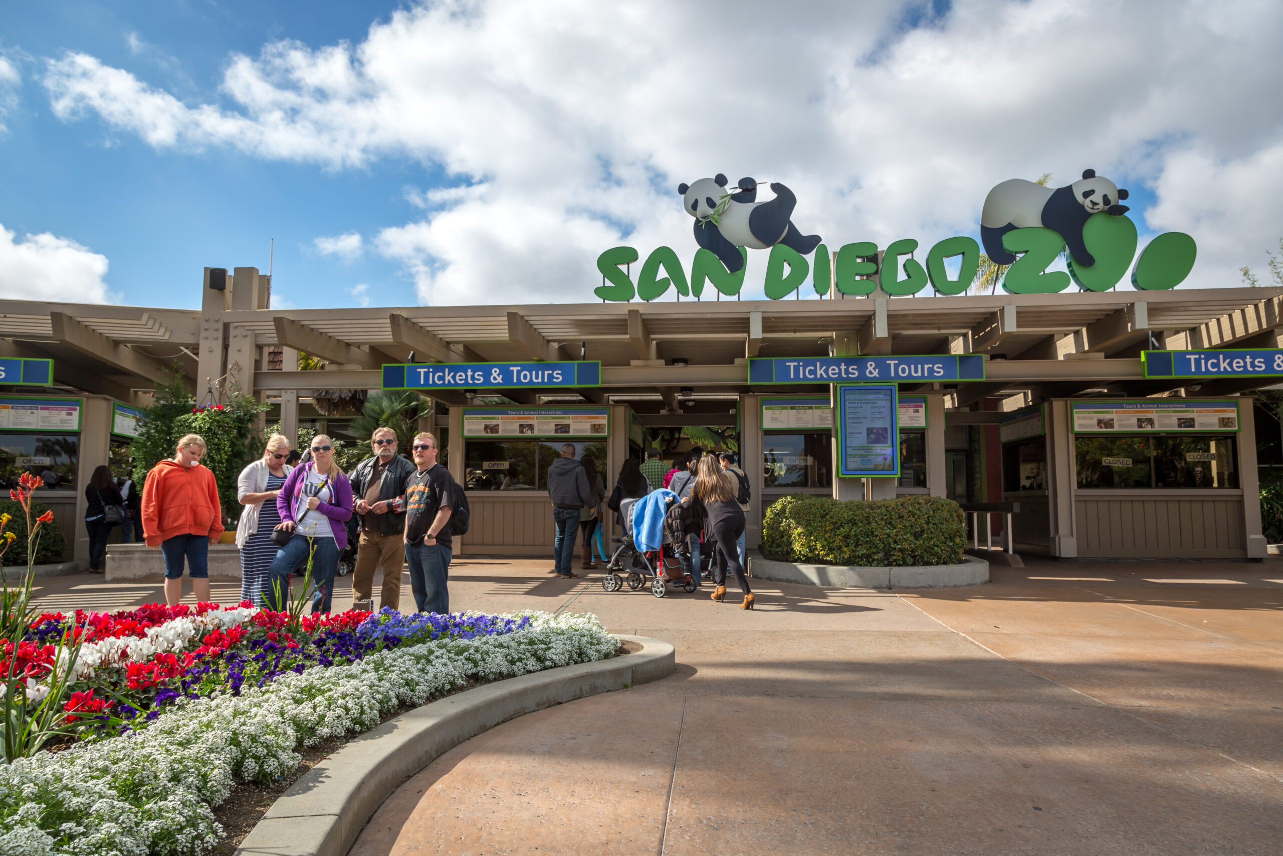 Tourists and locals just in front the main entrance of San Diego Zoo in California, USA.